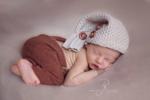 Bumup pose achieved during Sydney newborn photography session.