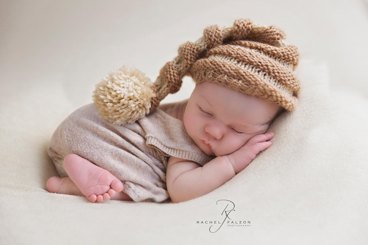 Penrith newborn photographer tooshie up