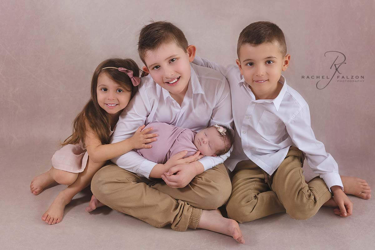 Siblings with newborn baby penrith photographer